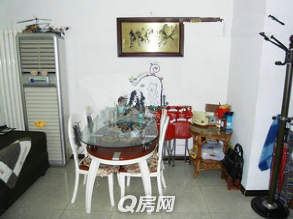 q房网 香港中路颐和国际南侧 三居两厅两卫 全明户型地铁口
